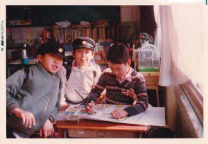 小学校6年生の頃、教室で
