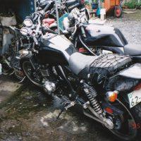Kawasaki ZRX-Ⅱ事故後バイク屋で